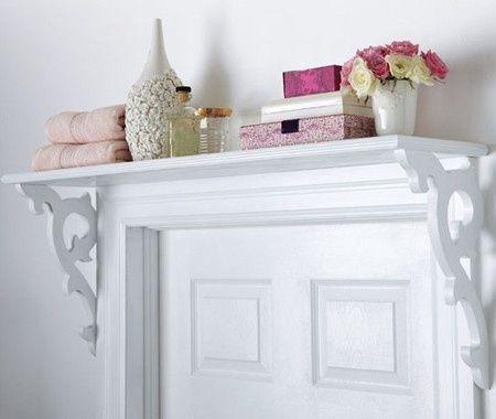 sala branca pequena decorada